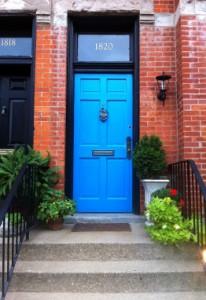 Moderné dvere a historická kľučka? Prečo nie