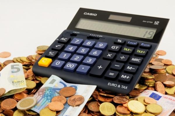 Máte neočakávané výdavky a do výplaty je ďaleko? Nečakajte na upomienky, možností je viac