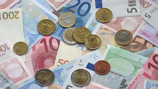 Poplatky za osobný účet išli hore: Nenechajte sa bankou zavádzať