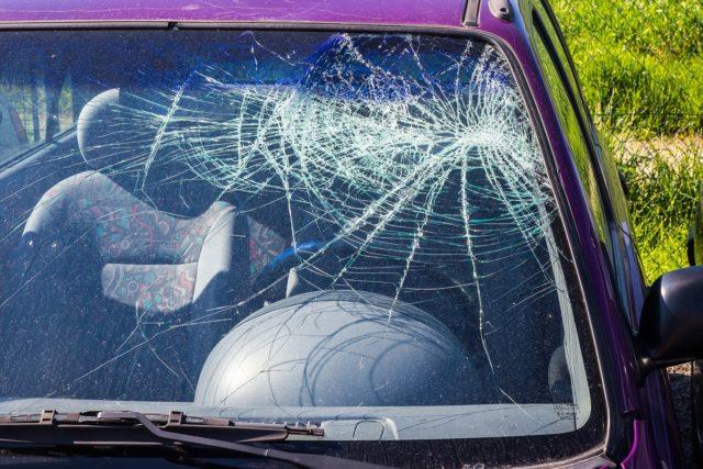 Hradí PZP poistenie rozbité čelné sklo?