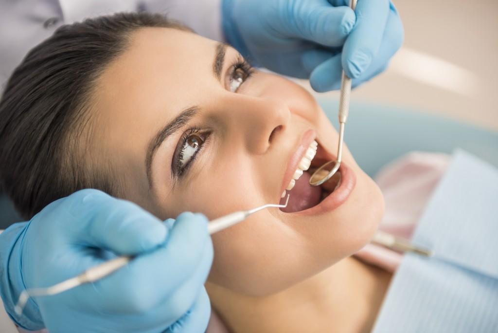 Mať umelé zuby nie je hanba