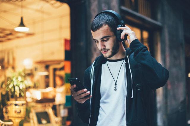 Bezdrôtové slúchadlá: Výhody a nevýhody oproti káblovým